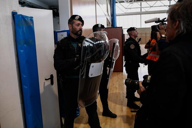 Police and gendarmerie crew interveneto stopvoters in the Catalan independence referendum.