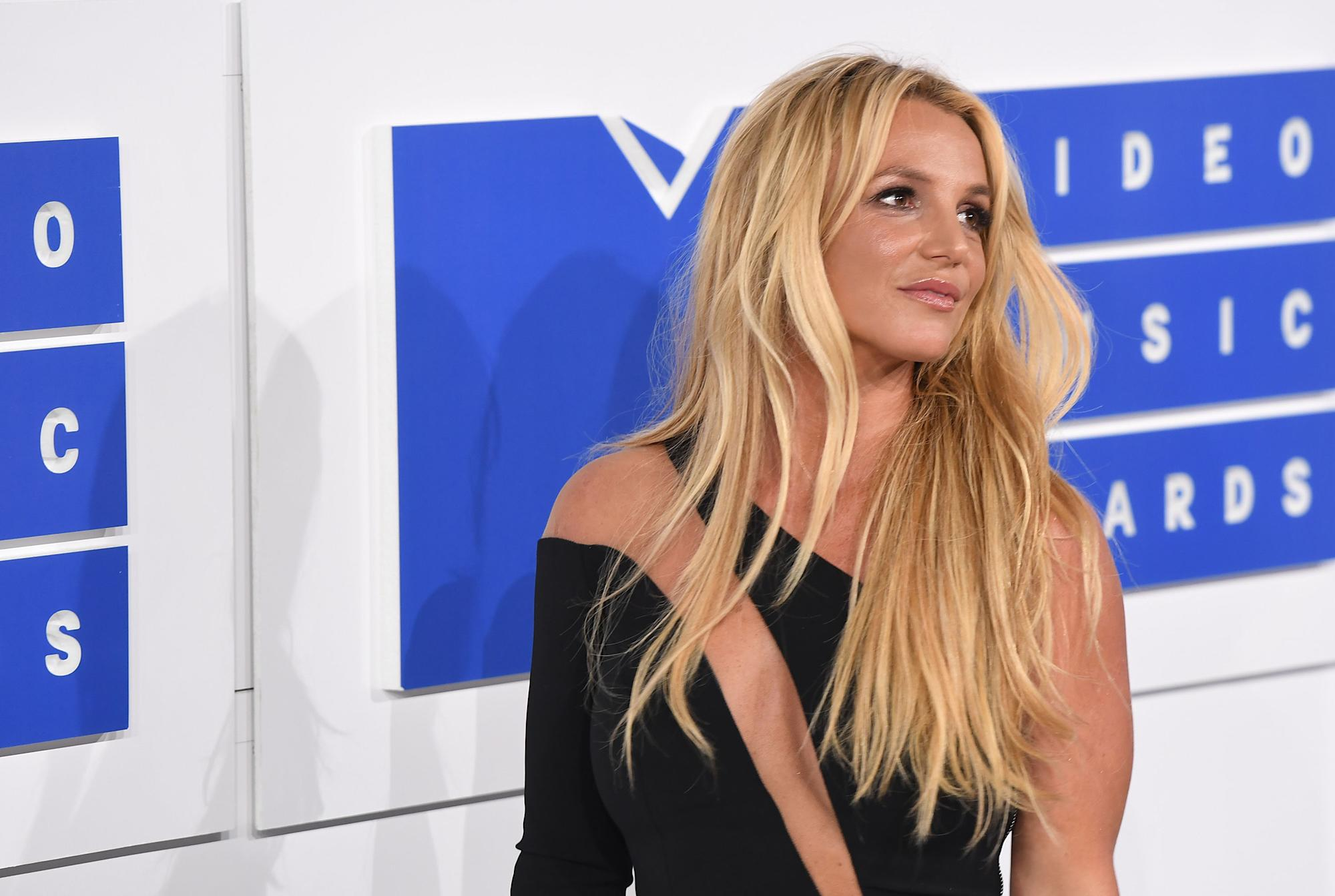 Britney Spears, Lindsay Lohan and Paris Hilton: Why people are cringe-watching old interviews - Yahoo Lifestyle