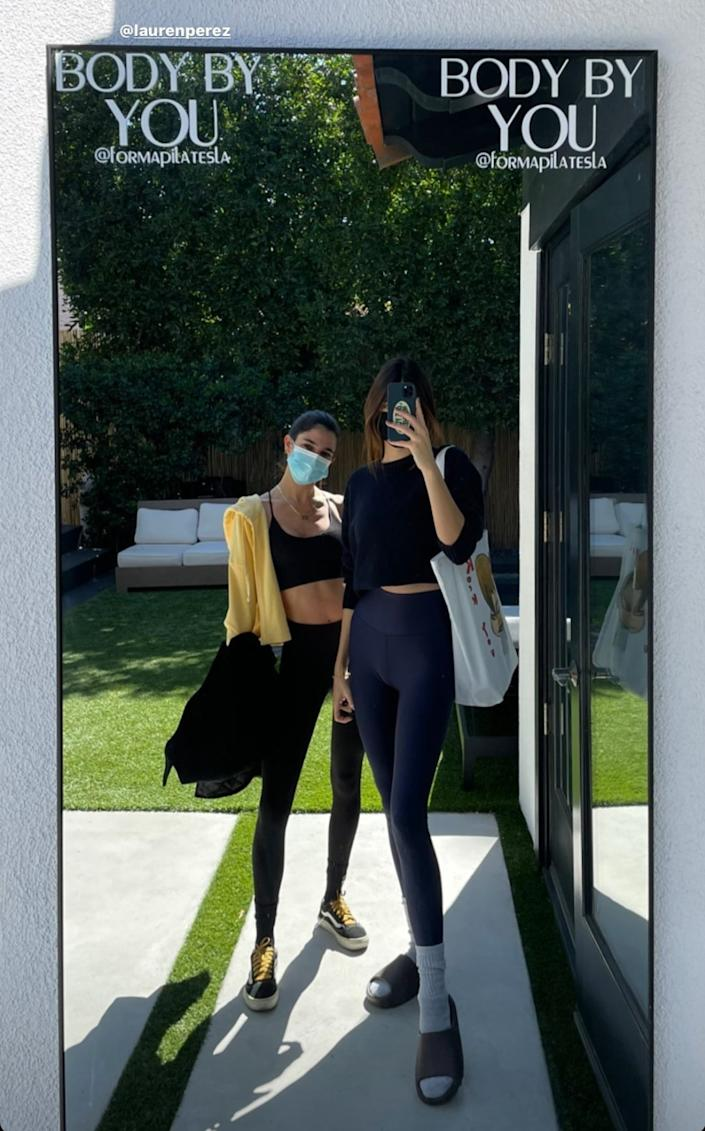 Kendall Jenner posed with her pal Lauren Perez while wearing celebrity-favourite brand ALO Yoga. Image via Instagram/KendallJenner.