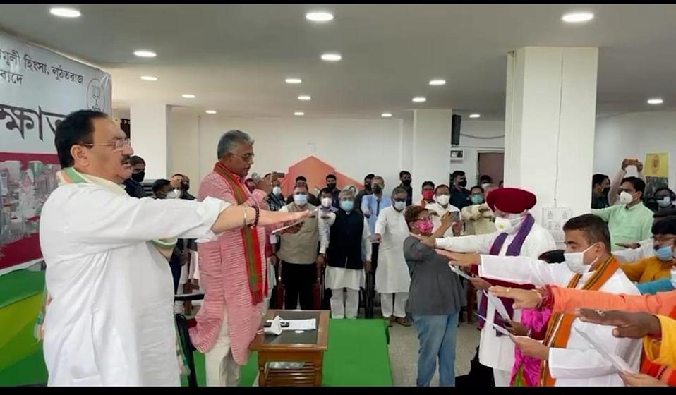 """<div class=""""paragraphs""""><p>At the headquarters of the Bengal BJP in Kolkata, Bengal unit President Dilip Ghosh, and national President JP Nadda, administered an oath to the 77 BJP MLAs who'd won in the West Bengal Assembly, and senior party leaders against the """"politics of hate"""".</p></div>"""