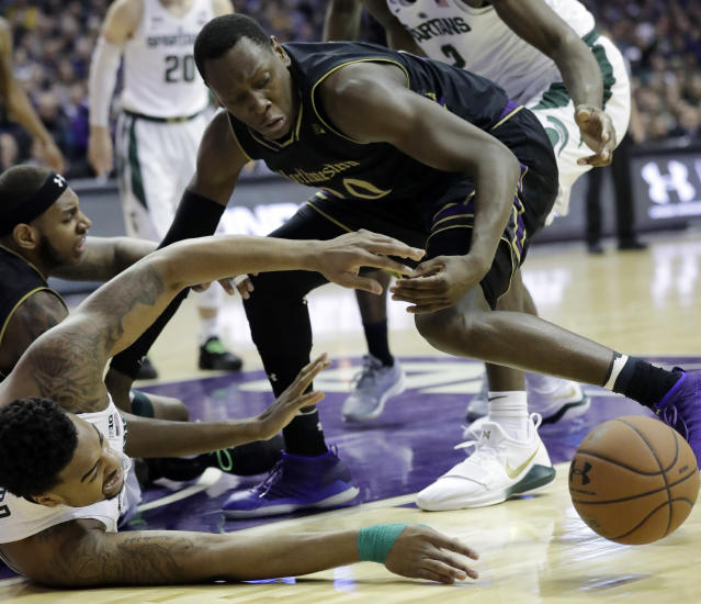 "Michigan State forward <a class=""link rapid-noclick-resp"" href=""/ncaaf/players/233081/"" data-ylk=""slk:Nick Ward"">Nick Ward</a>, left, and Northwestern guard Scottie Lindsey battle for a loose ball during the first half of an NCAA college basketball game Saturday, Feb. 17, 2018, in Rosemont, Ill. (AP Photo/Nam Y. Huh)"