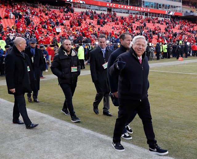 "According to police, <a class=""link rapid-noclick-resp"" href=""/nfl/teams/new-england/"" data-ylk=""slk:New England Patriots"">New England Patriots</a> owner Robert Kraft (R) was at the Orchids of Asia massage parlor in Florida on the morning of the AFC championship game, which was played later that day in Kansas City. (AP)"
