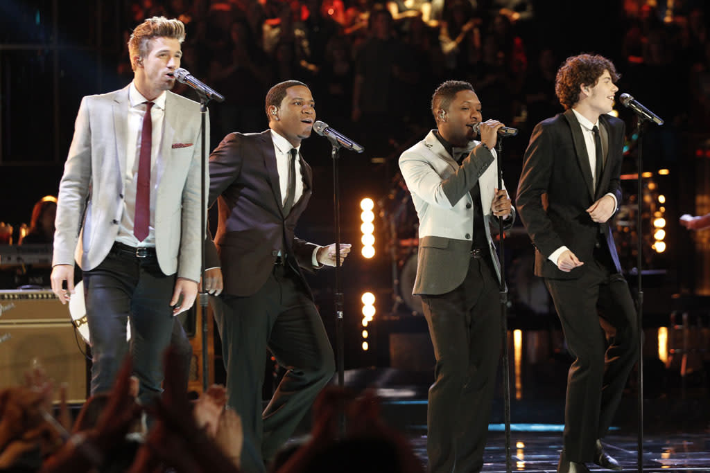 "Josiah Hawley, Vedo, Kris Thomas, and Garrett Gardner perform ""Ain't Too Proud To Beg"" on the ""Live Finale"" episode of ""The Voice"" Season 4."