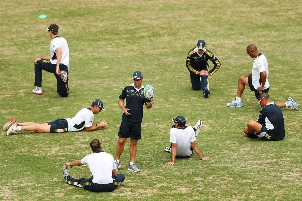 SYDNEY, AUSTRALIA - NOVEMBER 01:  South African Proteas players warm up prior to a training session at Sydney Cricket Ground on November 1, 2012 in Sydney, Australia.  (Photo by Brendon Thorne/Getty Images)