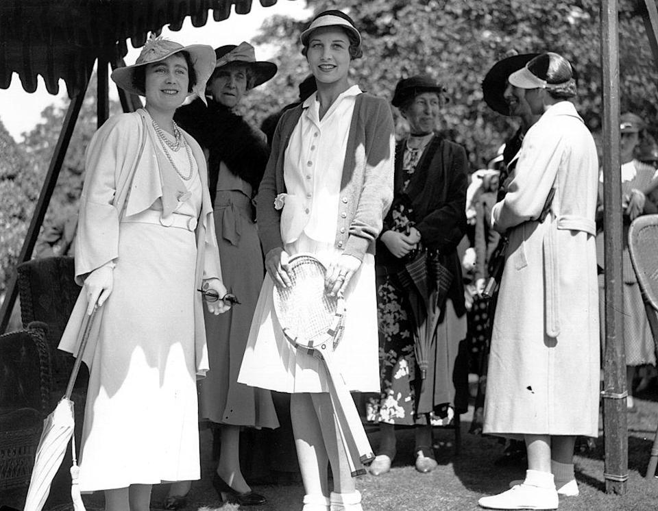 <p>The Queen Mother carried a parasol while at Wimbledon. </p>
