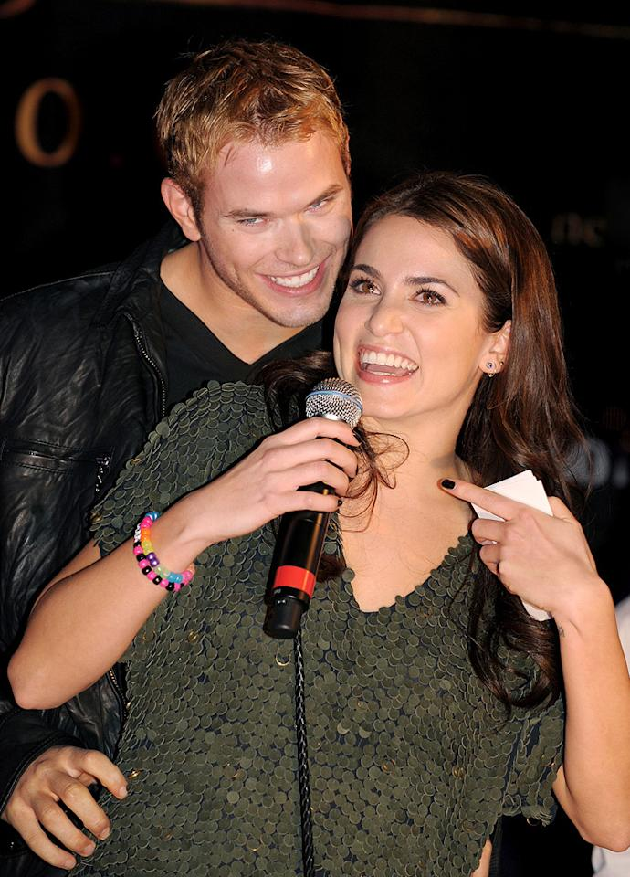 """<a href=""""http://movies.yahoo.com/movie/contributor/1808906080"""">Kellan Lutz</a> and <a href=""""http://movies.yahoo.com/movie/contributor/1808459018"""">Nikki Reed</a> attend the <a href=""""http://movies.yahoo.com/movie/1810055802/info"""">The Twilight Saga: New Moon</a> cast tour in Hollywood, CA - 11/06/2009"""