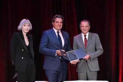 Sir Anthony presents a Family Office Lifetime Achievement Award. (left to right) Vanessa A. Eriksson, Global PR to Sir Anthony Ritossa and Chairman, Ritossa Family Office; Sir Anthony Ritossa, Ritossa Family Office; and Michael Dotta, Chairman, Monaco Economic Board (MEB), and Chairman, Dotta Family Office (PRNewsfoto/Ritossa Family Office)