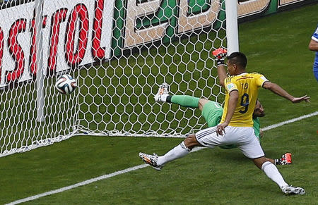 Colombia's Teofilo Gutierrez (9) scores past Greece's goalkeeper Orestis Karnezis during their 2014 World Cup Group C soccer match at the Mineirao stadium in Belo Horizonte June 14, 2014. REUTERS/Leonhard Foeger