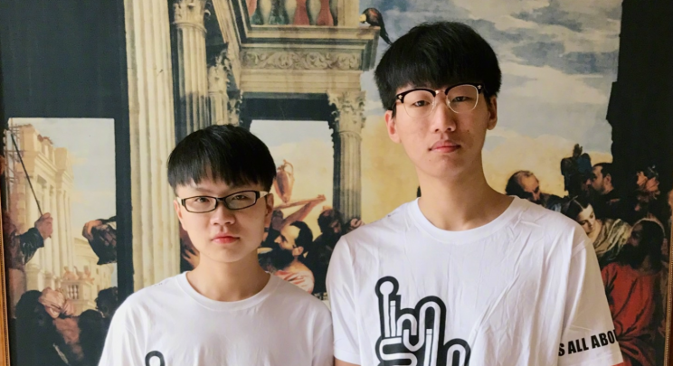 West and Ning wearing iG T-Shirts (iG weibo)