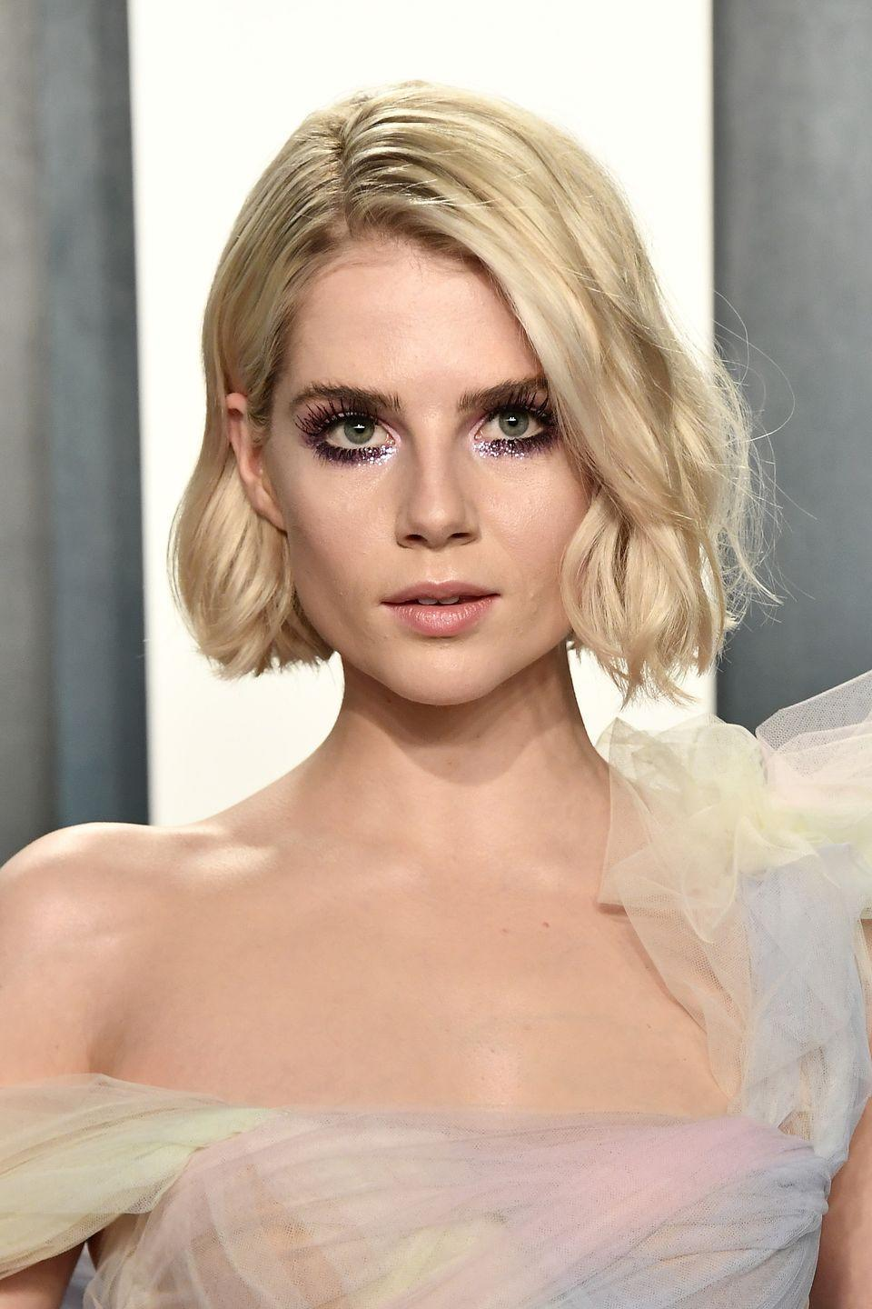 <p>After working a vintage Chanel-inspired bright red lip and pearl-embellished side parting for the main event, Boynton changed up her make-up for the Vanity Fair post-Oscars party. The actress switched her scarlet lip for a neutral balmy hue and added a dose of pink grunge glitter and extra long lashes.</p>