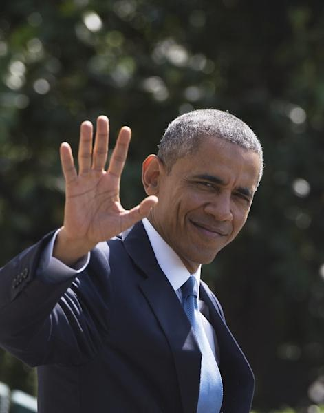 US President Barack Obama waves before boarding Marine One on the South Lawn of the White House on May 14, 2015 in Washington, as he heads to Camp David to meet with Gulf leaders (AFP Photo/Mandel Ngan)