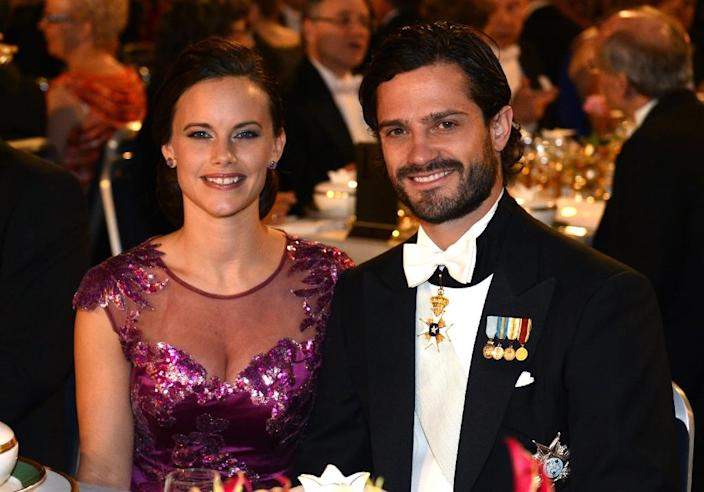 Prince Carl Philip of Sweden (R) and his fiancee Sofia Hellqvist attending the Nobel banquet in 2014 (AFP Photo/Jonathan Nackstrand)