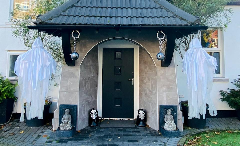 The Halloween decorations on the home of Ashan Jeeawon, in Bexhill. (SWNS)