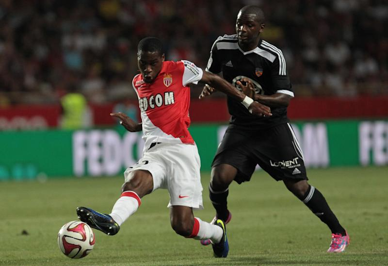 Lorient's Guinean forward Sadio Diallo (R) vies with Monaco's French midfielder Geoffrey Kondogbia (L) during the French L1 football match on August 10, 2014