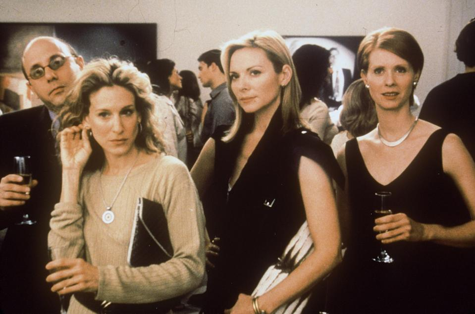 """384168 08: Cast members (from left to right) Willie Garson (Stanford), Sarah Jessica Parker (Carrie), Kim Cattrall (Samatha) and Cynthia Nixon (Amanda) act in a scene from the HBO television series """"Sex and the City"""" third season, episode """"Boy, Girl, Boy, Girl"""". (Photo by Paramount Pictures/Newsmakers)"""