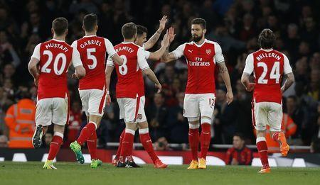 Britain Soccer Football - Arsenal v West Ham United - Premier League - Emirates Stadium - 5/4/17 Arsenal's Olivier Giroud celebrates scoring their third goal with teammates Action Images via Reuters / Paul Childs Livepic