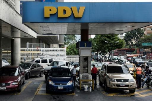 Venezuelans line up for gasoline