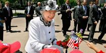 <p>During a walkabout near the White House, Queen Elizabeth II greeted schoolchildren.<br></p>