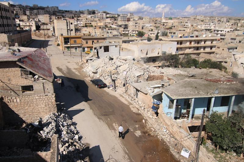 Damaged buildings in the town of Darat Azzah, west of the northern Syrian city of Aleppo, following reported bombings by government forces on October 7, 2015 (AFP Photo/Fadi al-Halabi)