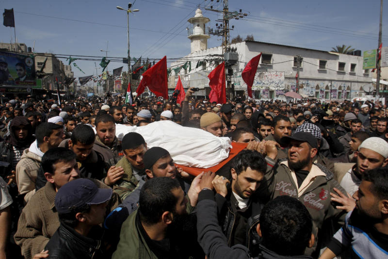 Palestinian carry the body of Zuhair al-Qaissi, commander of the armed wing of the Popular Resistance Committees (PRC), during his funeral in Rafah, southern Gaza Strip, Saturday, March 10, 2012. The worst exchange of strikes between Israel and the Gaza Strip so far this year entered its second day on Saturday, as Israeli aircraft carried out raids that have so far killed 14 militants according to a Palestinian count, and militants responded with nearly 100 rockets. (AP Photo/Hatem Moussa)