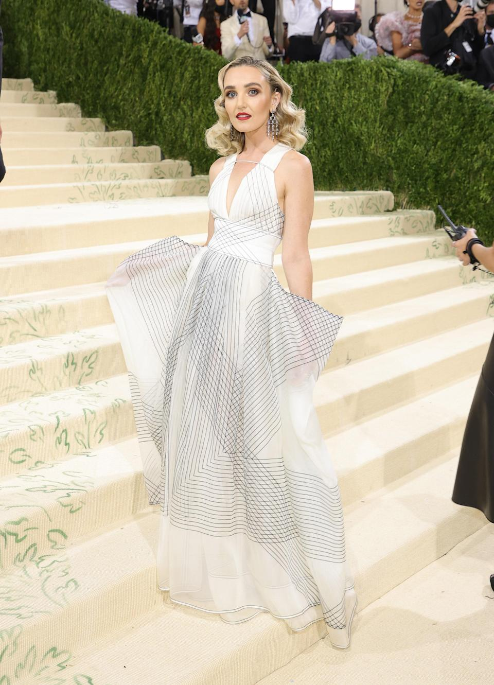 """<h1 class=""""title"""">Chloe Fineman in Tory Burch</h1><cite class=""""credit"""">Photo: Getty Images</cite>"""