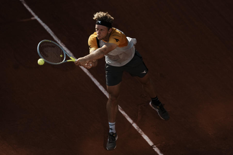 Spain's Alejandro Davidovich Fokina returns the ball to Germany's Alexander Zverev during their quarterfinal match of the French Open tennis tournament at the Roland Garros stadium Tuesday, June 8, 2021 in Paris. (AP Photo/Thibault Camus)