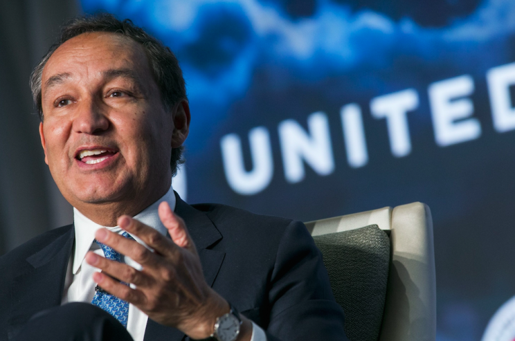 United Airlines boss Oscar Munoz needed two apologies to get it right (Picture: Rex)