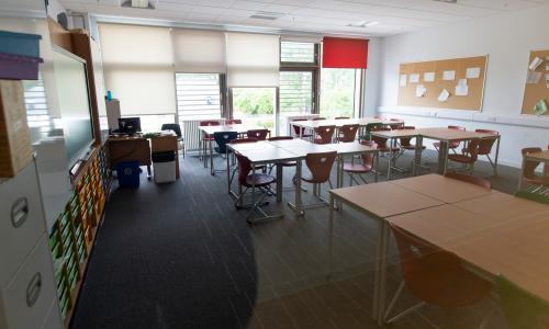 Teachers and scientists sound alarm over plans to reopen schools