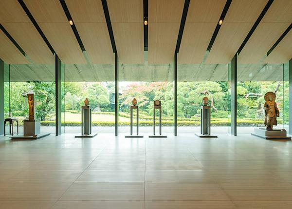 Inside the museum, the atmosphere is relaxed with a harmony of eastern Japanese beauty.