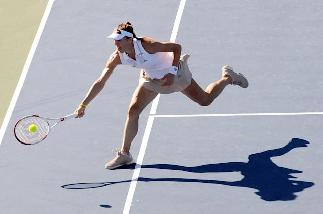Andrea Petkovic returns to Venus Williams of the United States during Day 5 of the Bank of the West Classic at the Taube Family Tennis Stadium August 1, 2014 in Stanford, California (AFP Photo/Noah Graham)