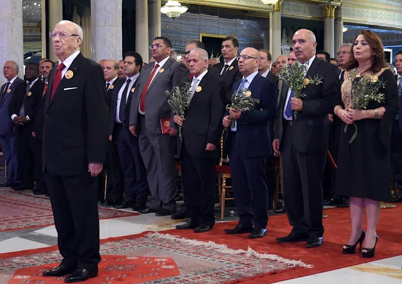 Tunisian President Beji Caid Essebsi stands in front of the winners of the 2015 Nobel Peace Prize during a ceremony on November 9, 2015 at the Carthage Palace in Tunis (AFP Photo/Fethi Belaid)