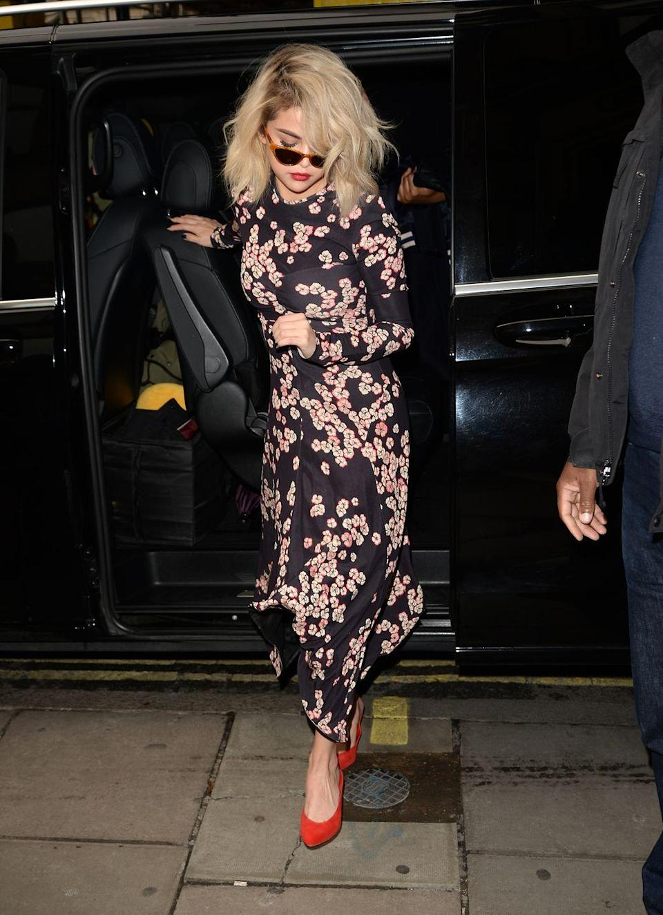 <p>Selena looked ladylike in a floral dress whilst out in London, December 2017.</p>