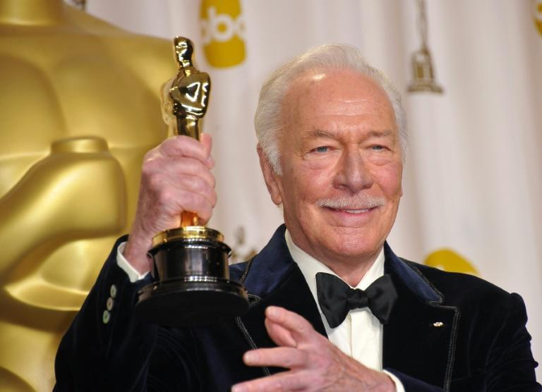 "Christopher Plummer holds his Oscar for best supporting actor in ""Beginners"" after the awards ceremony in 2012"