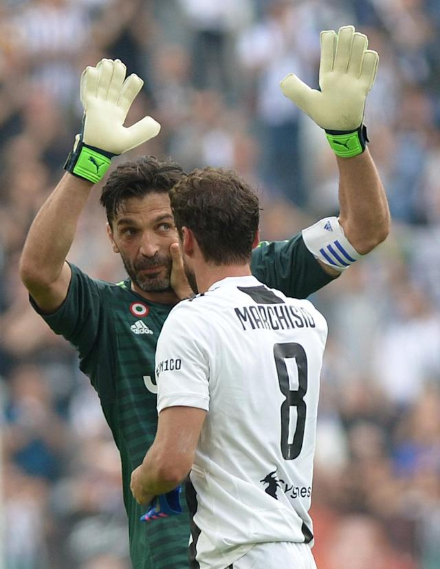 Soccer Football - Serie A - Juventus vs Hellas Verona - Allianz Stadium, Turin, Italy - May 19, 2018 Juventus' Gianluigi Buffon with Claudio Marchisio as he substituted REUTERS/Massimo Pinca