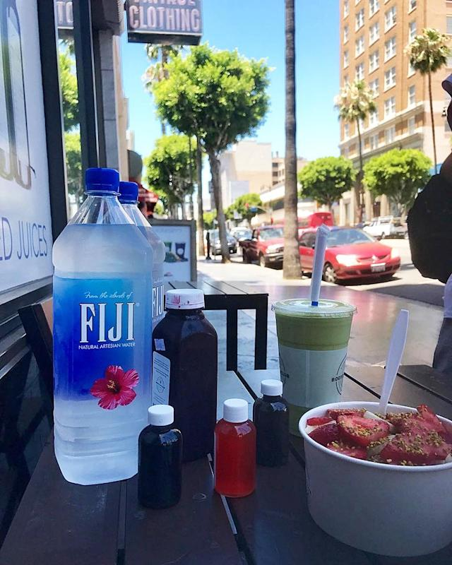 <p>MORNING LA!! Having breakfast at my favourite place in the beautiful LA sunshine. Getting ready for a film means a healthy diet, lots of juice and fruit, and of course, water!! — @thomasadoherty #descendants2 <br><br>(Photo: Thomas Doherty via Instagram) </p>