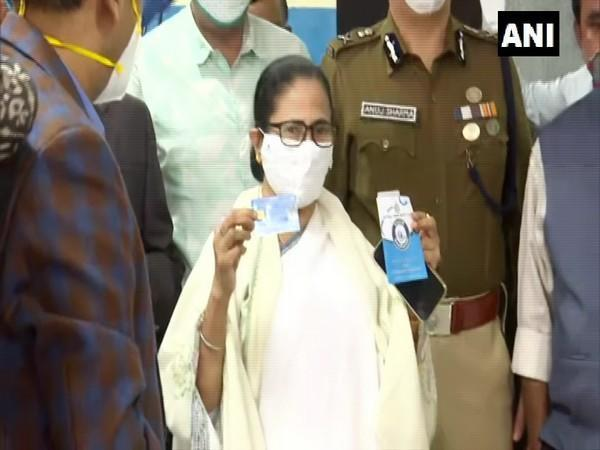 West Bengal CM Mamata Banerjee collecting Swasthya Sathi card (Photo/ANI)