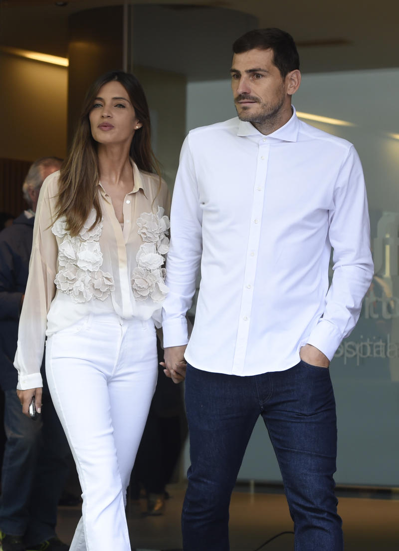 """Porto's Spanish goalkeeper Iker Casillas leaves a hospital with his wife Sara Carbonero in Porto on May 06, 2019 after recovering from a heart attack. - The 37-year-old, who has 167 Spain caps and played more than 500 games for Real Madrid, suffered what the Portuguese club called an """"acute myocardial infarction"""" during training on May 2. (Photo by Miguel RIOPA / AFP) (Photo credit should read MIGUEL RIOPA/AFP/Getty Images)"""