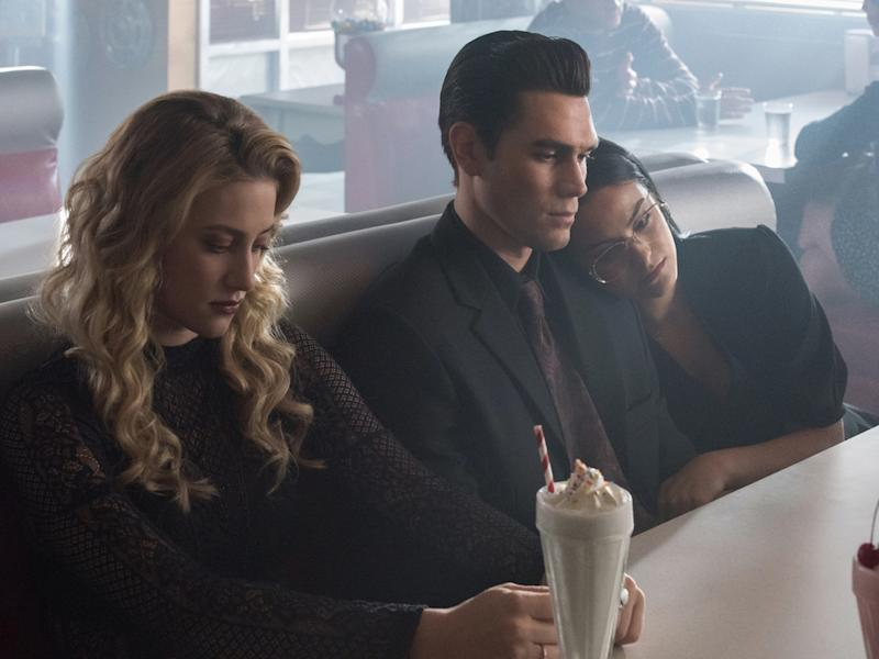 "Die Serie ""Riverdale"" hat in der vierten Staffel den Tod einer wichtigen Figur verarbeitet (Bild: KATIE YU / Netflix / The CW Network, LLC. All Rights Reserved.)"