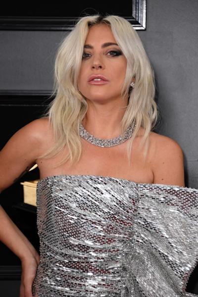 Beachy waves and frosted pink lipstick for Lady Gaga