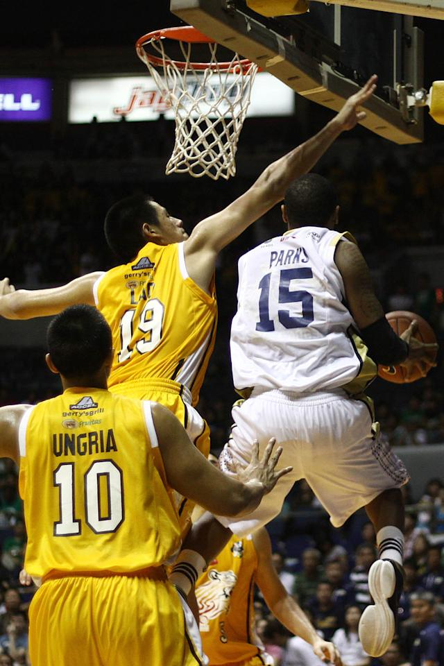Bobby Ray Parks of NU Bulldogs goes for the basket against the UST Growling Tigers during the game 55 of the Season 74 of UAAP held at Smart Araneta Coliseum in Quezon CIty, Philippines. (Jerome Ascano/NPPA Images)