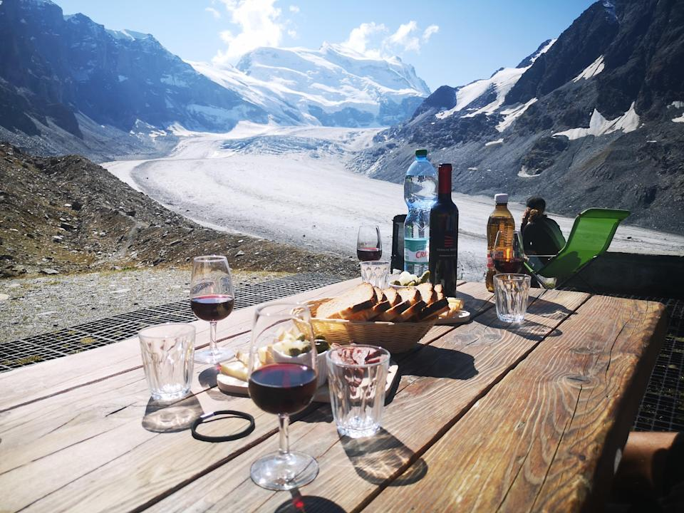 Lunch with a view of the glacier (Damien Gabet)