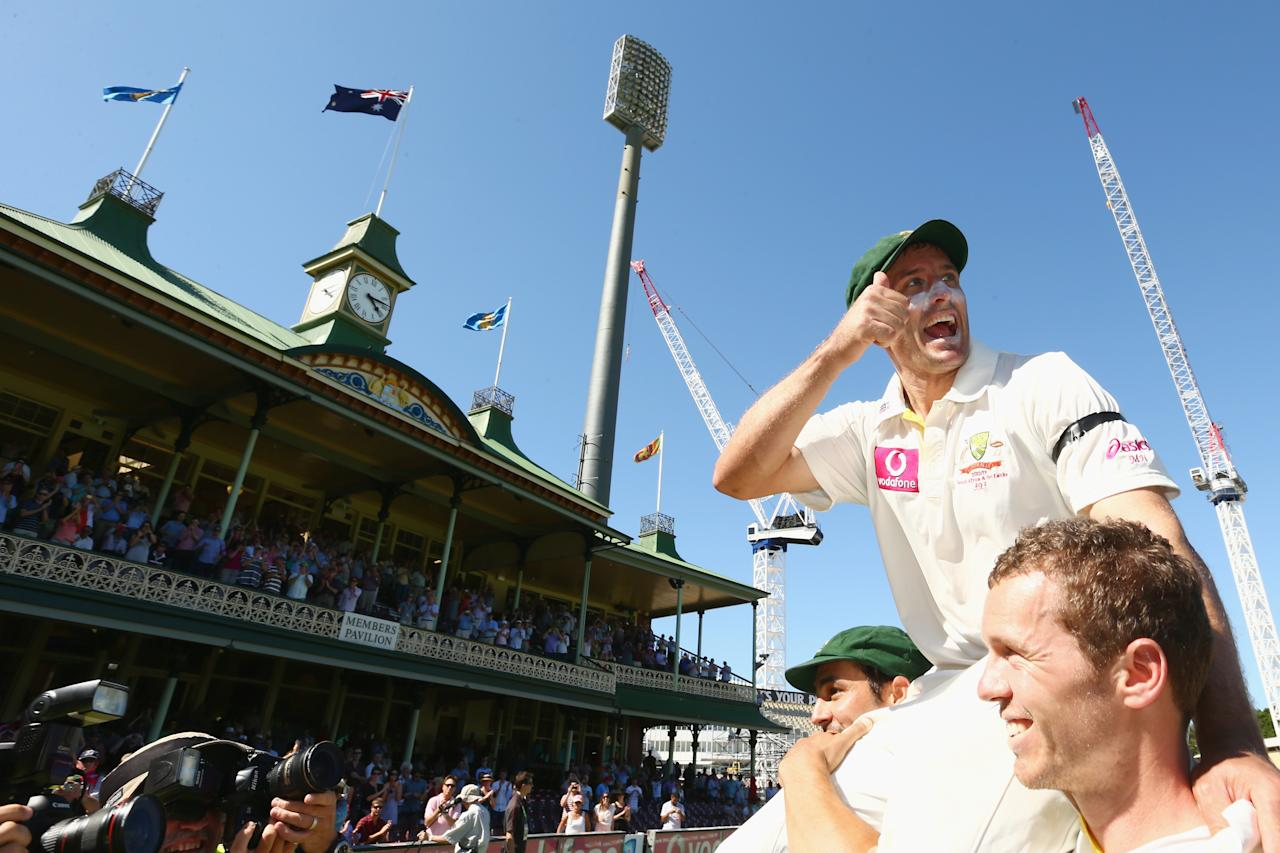 SYDNEY, AUSTRALIA - JANUARY 06:  Michael Hussey of Australia gives the thumbs up as he is chaired from the filed by Mitchell Johnson and Peter Siddle after his retirement from international cricket on day four of the Third Test match between Australia and Sri Lanka at Sydney Cricket Ground on January 6, 2013 in Sydney, Australia.  (Photo by Mark Kolbe/Getty Images)