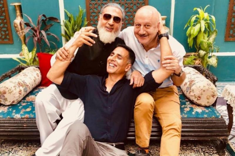 Akshay Kumar Shares Pic With 'Beautiful People' Anupam Kher, Gulshan Grover