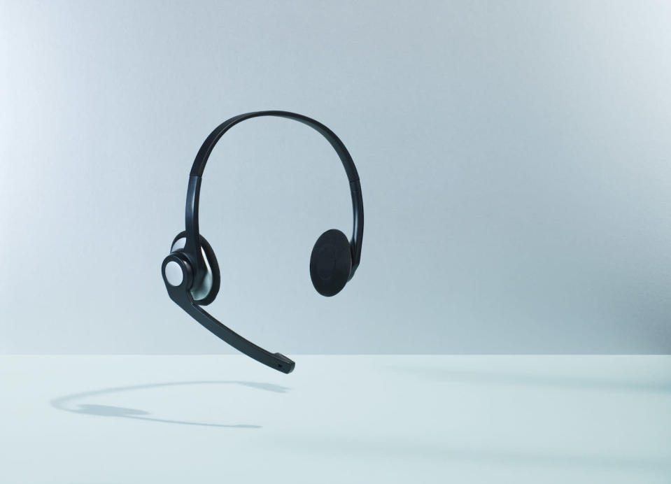 floating headset with dropshadow