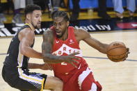 Toronto Raptors forward Kawhi Leonard (2) drives around Golden State Warriors guard Klay Thompson during the first half of Game 4 of basketball's NBA Finals, Friday, June 7, 2019, in Oakland, Calif. (Frank Gunn/The Canadian Press via AP)