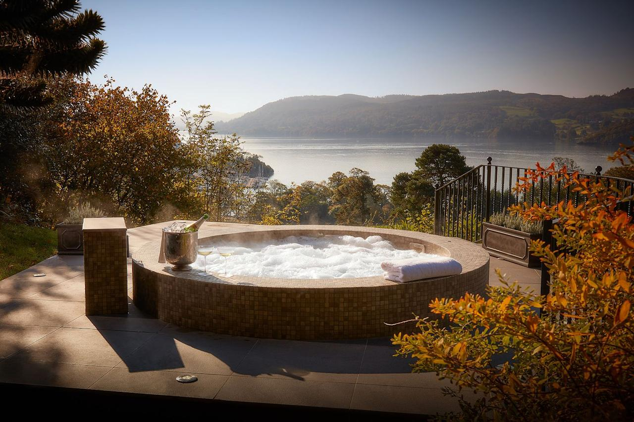 """<p><strong>From £230 per night</strong></p><p><a class=""""body-btn-link"""" href=""""https://go.redirectingat.com?id=127X1599956&url=https%3A%2F%2Fwww.booking.com%2Fhotel%2Fgb%2Fthe-samling-windermere.en-gb.html&sref=https%3A%2F%2Fwww.housebeautiful.com%2Fuk%2Flifestyle%2Fg28446801%2Fromantic-hot-tub-uk-breaks%2F"""" target=""""_blank"""">BOOK NOW</a></p><p>With a rather spectacular view overlooking Lake Windermere, The Samling's hot tub offers the perfect spot to enjoy a glass of champagne and a soak after a long day of rambling on the famous Lake District fells. Once you've checked in to the hotel, located outside Ambleside, you can reserve a time to have it all to yourself.<br></p>"""