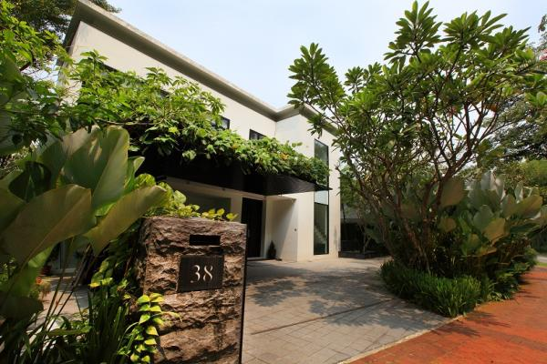 A bungalow at Lakeshore View in Sentosa Cove was recently sold for $15.5 million ($1,807 psf)