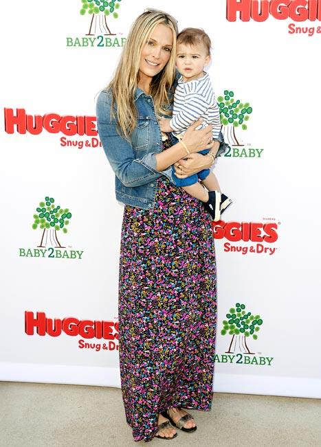 """Molly Sims on Her Post-Baby Style: """"I Have to Force Myself Out of Yoga Clothes!"""""""