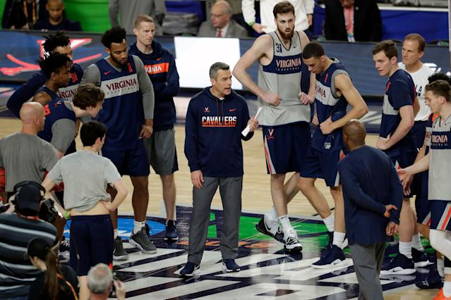Virginia head coach Tony Bennett talks to his team during a practice session for the semifinals of the Final Four NCAA college basketball tournament, Friday, April 5, 2019, in Minneapolis. (AP Photo/Matt York)