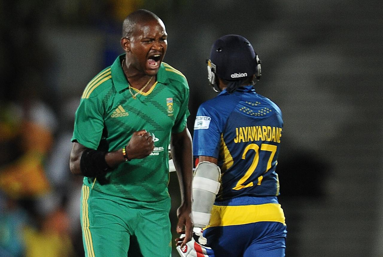 South African cricketer Lonwabo Tsotsobe (L) celebrates after he dismissed Sri Lankan batsman Mahela Jayawardene (R) during the second Twenty20 cricket match between Sri Lanka and South Africa at the Suriyawewa Mahinda Rajapakse International Cricket Stadium in the southern district of Hambantota on August 4,2013. AFP PHOTO / LAKRUWAN WANNIARACHCHI